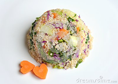 Vegan dish : quinoa with spinach, carrot and cucumber