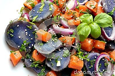 Vegan salad with violet potato, carrots and onion