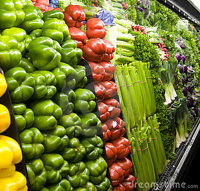 Free Vegetables Displayed Inside A Grocery Store Royalty Free Stock Photos - 7449758