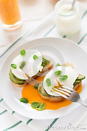 Free Vegetarian Breakfast: Avocado Toast With Poached Eggs, Orange Juice, Yogurt And Jam Royalty Free Stock Photos - 88032218