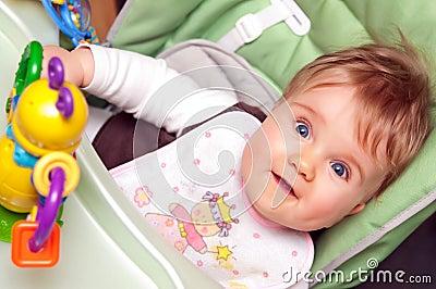 Verbaasd babymeisje