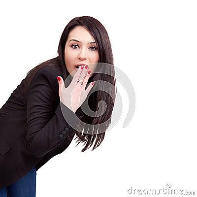 Verbaasde bedrijfsvrouw die op wit wordt geïsoleerdo