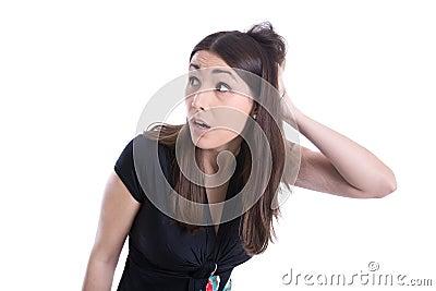 Verbaasde jonge vrouw die zijdelings kijken.