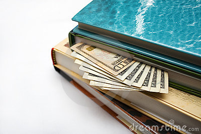 Verbergend geld in boeken