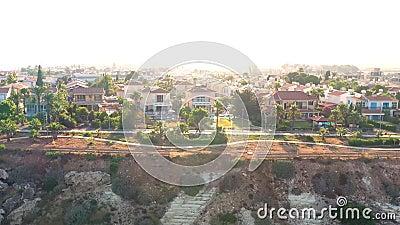 Verblijfsvilla's aan de kust Pervolia district Larnaca, Cyprus stock video