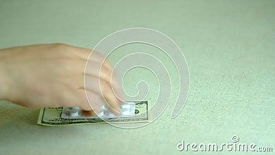 Verkauf von Arzneimitteln während der Quarantäne stock video footage