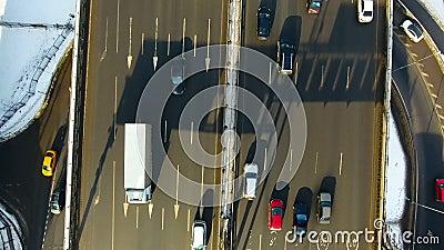 Verkehr auf einer Datenbahn Direkt von der Spitze aerial stock video