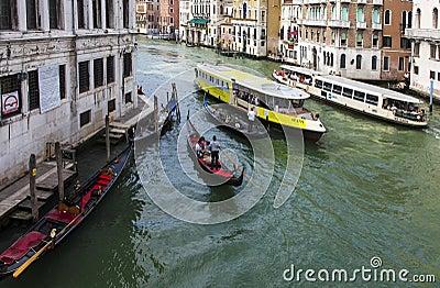 Verkehr ein er Canal Grande Redaktionelles Bild