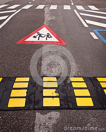 Verkehrssteuerungs-Verlangsamung-Kind-Kreuzung
