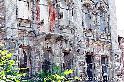 Verlassene errichtende Fassade