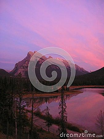 Vermilion захода солнца озер