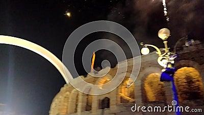 Verona, Italia 2020: Espectáculo de Año Nuevo con fuegos artificiales