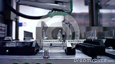 Verpakte goederen bij geautomatiseerde productielijn Productielijn bij fabriek