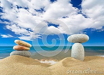 Landschaft mit Steinen auf Himmel