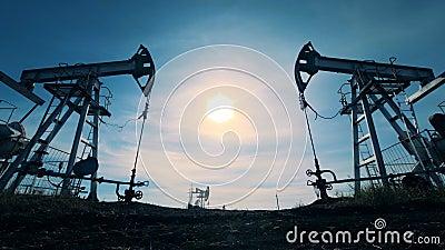 Verscheidene oli?en halende machines Energie, olie, gas, brandstof pompende installatie De olieindustrie, de aardolieindustrie, o stock footage