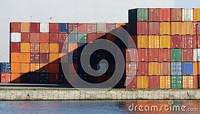 Verschepende Containers Redactionele Afbeelding