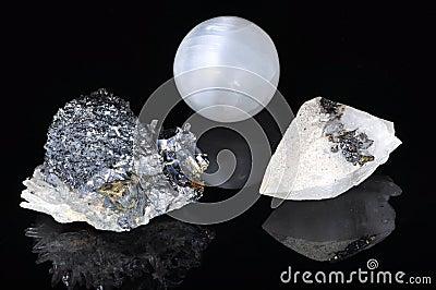 Verschiedene Formulare und Mineralien