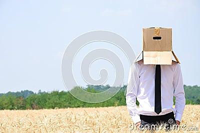 Versteckendes Gesicht des Geschäftsmannes