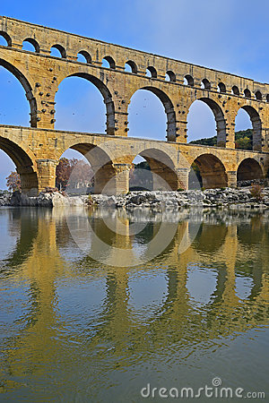 Free Vertical Image Of Three Arch Level Of Pont Du Gard With Clear Reflection On Gardon River Stock Image - 95418391