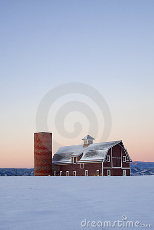 Free Vertical Image Red Barn With Field Snowy In Winter Stock Image - 18203121