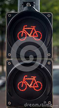 Vertical traffic lights for cyclists