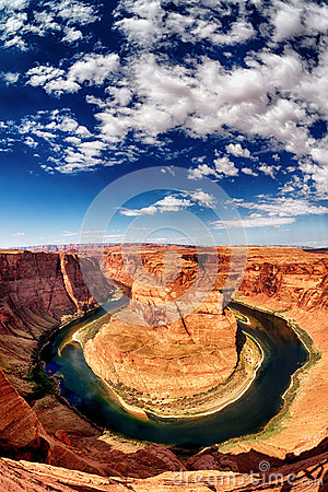 Vertical view of Horse Shoe Bend