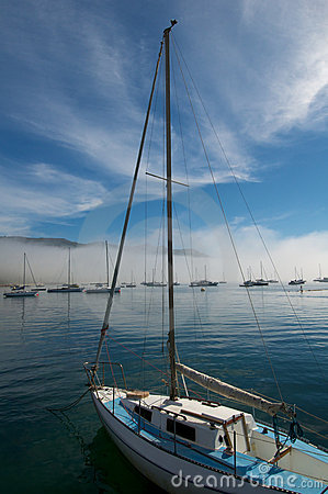 Vertical yacht with mast