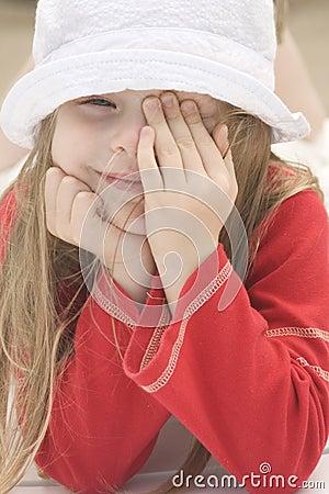Verticale d une belle fille dans le chapeau II