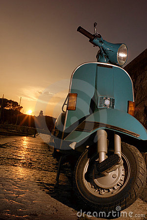 Free Vespa Royalty Free Stock Images - 499199
