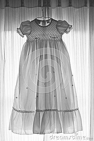 Vestido do bebê em preto e branco