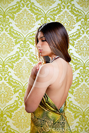 Vestido traseiro  sexy  da menina bonita indiana asiática