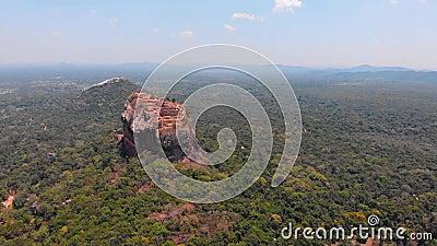 Vesting van de Sigiriya de oude rots in Centrale Provincie van Sri Lanka stock video