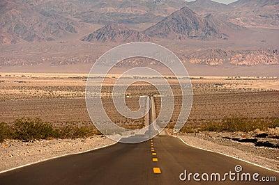 Väg in i Death Valley