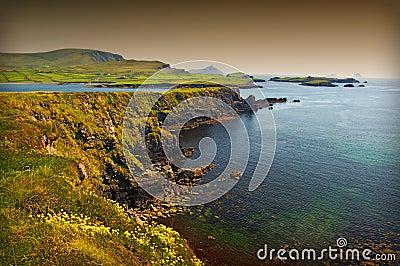 Vibrierender irischer szenischer Küstenmeerblick
