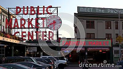 Vidéo du soir de l'entrée de Pike Place Market, Seattle, Washington, États-Unis banque de vidéos