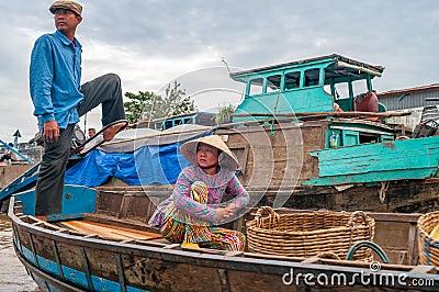 Vida en el río Mekong Foto de archivo editorial