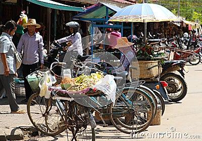 Vida en las calles camboyana Imagen de archivo editorial