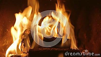 Video bruciante del camino stock footage