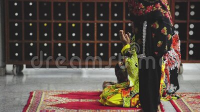 Video von Frauen in der Faisal Moschee stock footage