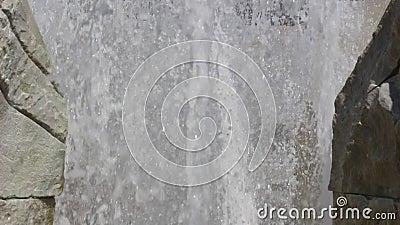Videoaufnahmen vom Brunnen in der Nähe von Blagoevgrad in der Mitte bis zur ehemaligen amerikanischen Universität und jetzt zur  stock video