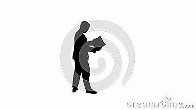 Videosilhouet van een mensenlezing stock video