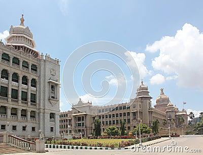 Vidhana Soudha - de structuren van het Oriëntatiepunt van Bangalore