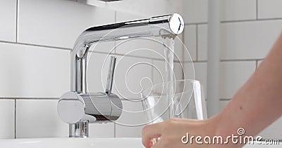 Vidrio de relleno de agua de distribución, agua potable almacen de video
