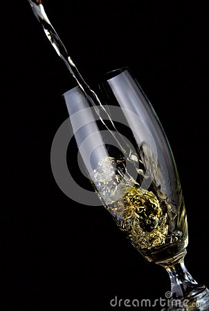 Vidrio de vino vertido
