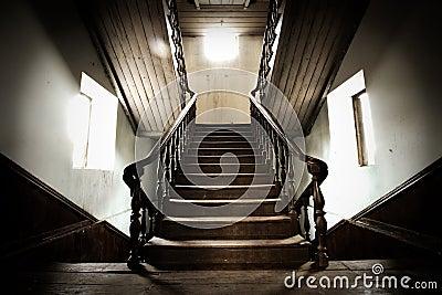 vieil escalier en bois photographie stock image 16326002. Black Bedroom Furniture Sets. Home Design Ideas