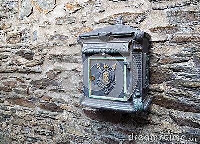 Vieille bo te aux lettres sur le mur en pierre photo stock image 59297114 - Vieille boite aux lettres ...