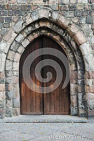 Vieille grande porte en bois images libres de droits for Vieille porte en bois