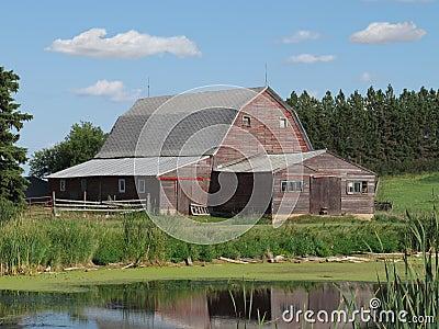 vieille grange en bois de ferme dans la prairie am ricaine photographie stock image 26403982. Black Bedroom Furniture Sets. Home Design Ideas