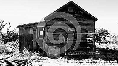 Vieille maison dans le désert de Mojave clips vidéos