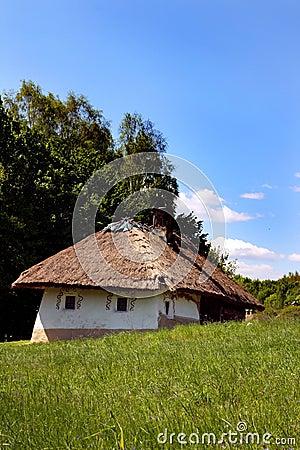 Russie + ex URSS Vieille-maison-ukrainienne-traditionnelle-thumb5129592